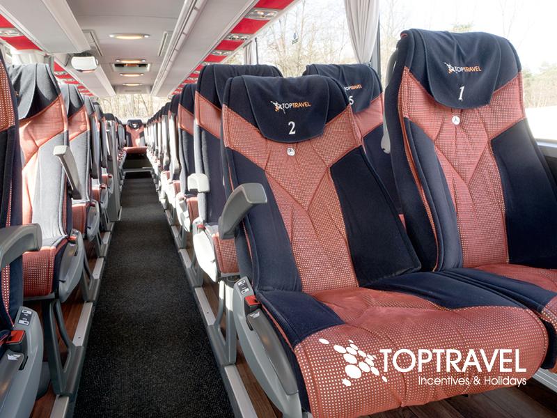 Mercedes Tourismo - komfortowe, rozkłądane fotele z pasami